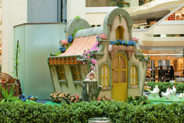 Decor of the Little Easter House