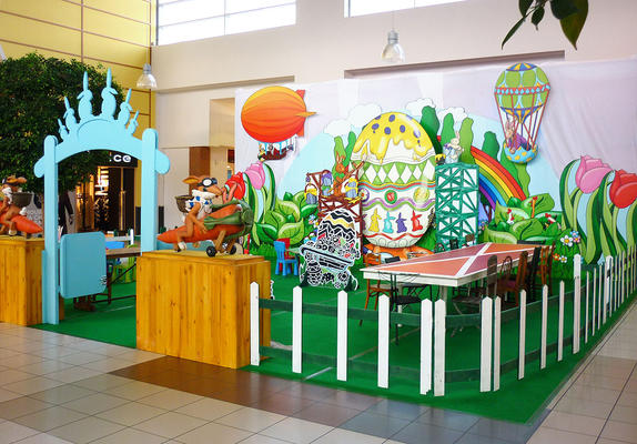 Giant displays in Easter theme