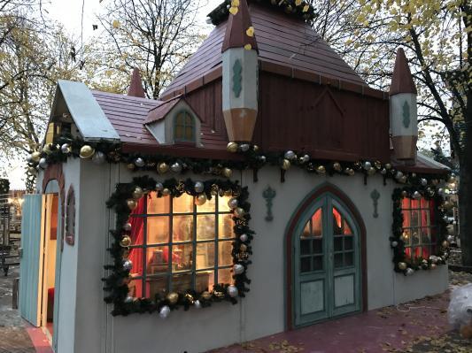 Chalets de Noël à l'extérieur