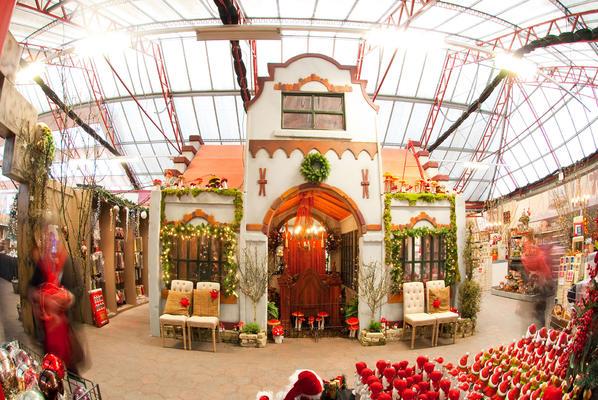 Decor of Christmas Inn