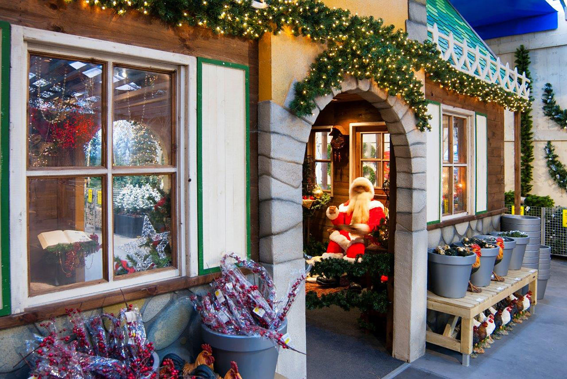 Decor of the Christmas Chalet | Phixion